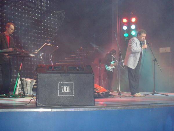 Виктор Смрнов (клавишные),  Анатолий Полотно и Андрей Егоров (гитара)