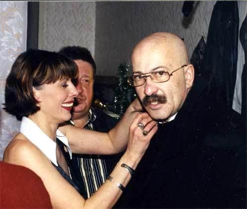 """Театр-клуб """"Русский шансон"""", Т. Кабанова, А. Розенбаум, Н. Резанов перед выходом на сцену, 2000 год"""