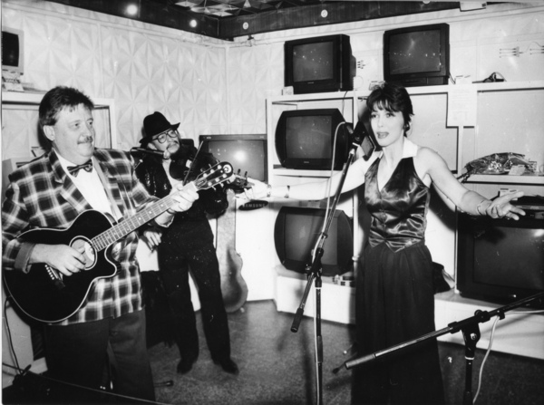 """Концерт по случаю годовщины программы """"Ночное такси"""",  с """"Братьями Жемчужными"""" ,1995 год"""