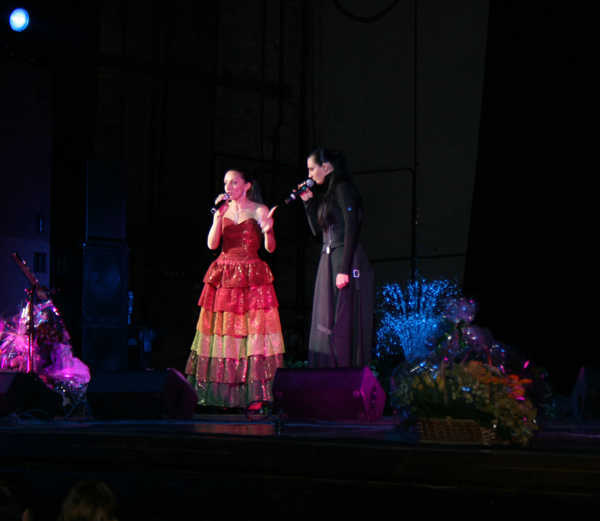 Афина и Елена Ваенга