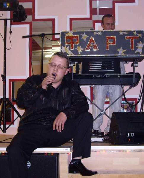 Виктор Горст за клавишными