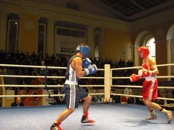 победу в этом бою одержал Ильез Каюмов (СКА Санкт-Петербург - синий угол)