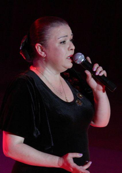 солистка ансамбля - Заслуженная артистка России - Анна Вавилова