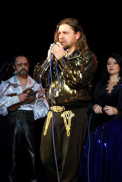 солист ансамбля - Андрей Шамин