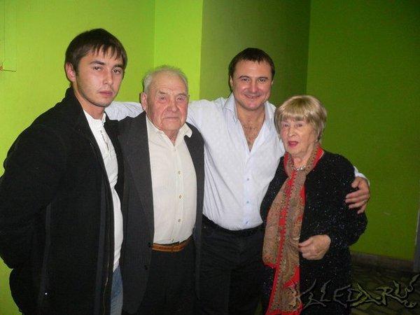 С родственниками в г. Красноярске (бабушка, дедушка)