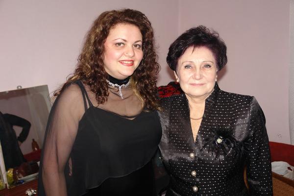 Вера СНЕЖНАЯ и Татьяна ГОЛОБУРДА