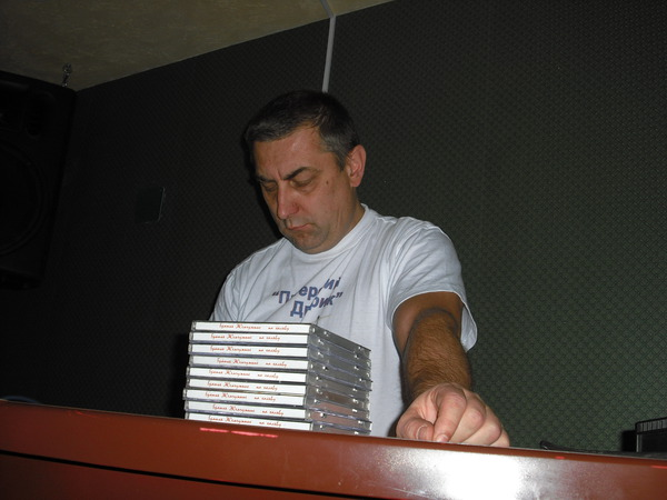 Паша Юдин за режиссёрским пультом