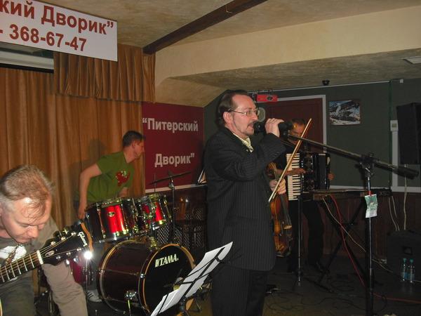 у микрофона - Алексей Дулькевич
