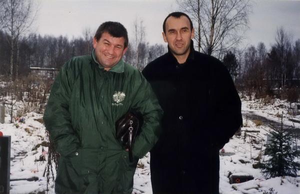 Юрий Кацап и Ильдар Южный на могиле Аркадия Северного