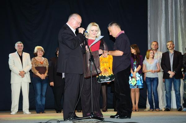 диплом лауреата конкурса получает Людмила Шаронова (г. Иркутск)