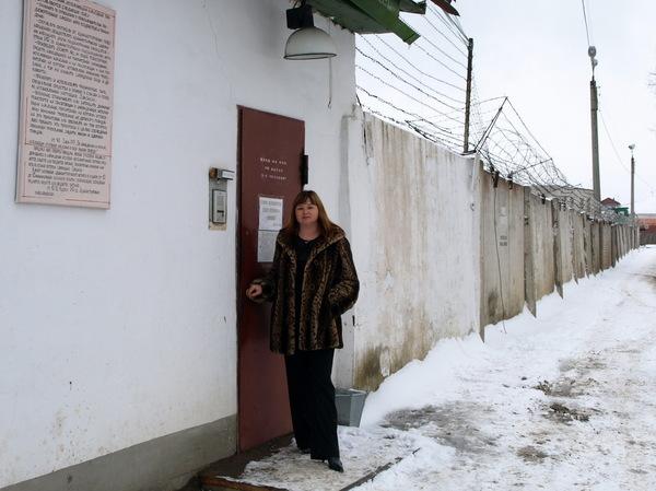 Оля Вольная перед выступлением в женской колонии