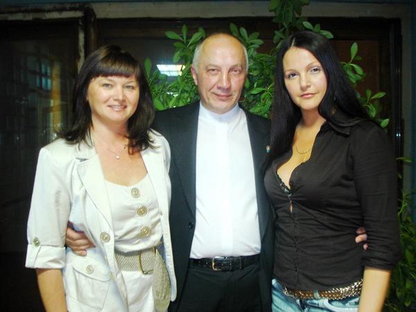 Оля Вольная, Мила Руденская и В. Окунев. г. Иваново - 2010 г.