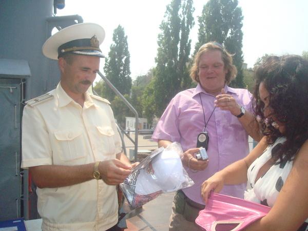 О. Баянов и Л. Хопер на военном корабле Росиийского Флота