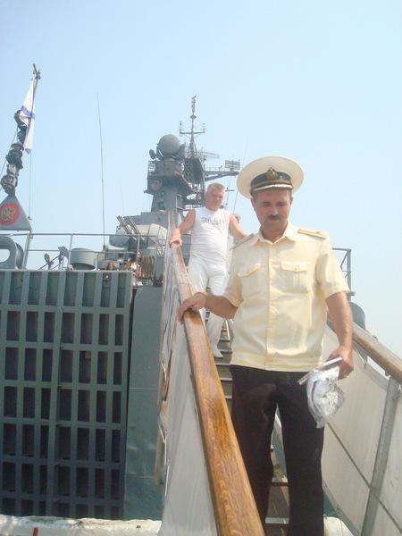 Саша Адмирал в сопровождении...