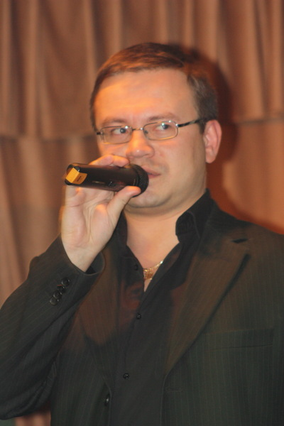 ведущий конкурса - Николай Орловский