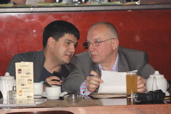 жюри в работе - Эльдар Бадалов и В. Окунев