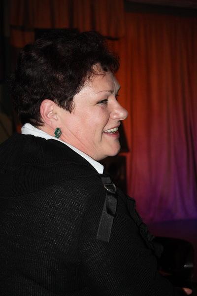 Нина Караева внимательно слушает мнение жюри