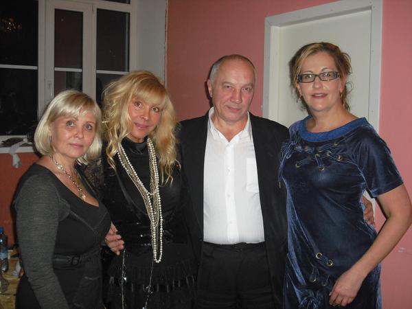 Алиса Шер, В. Окунев, Таня Тишинская и Т. Когут