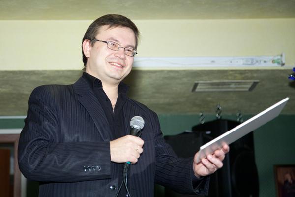 ведущий конкурса Николай Орловский