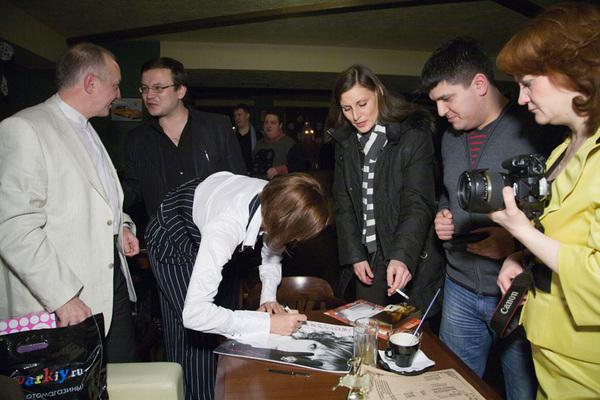 подарок от Светланы всем членам жюри - именной календарь на 2011 год с автографом
