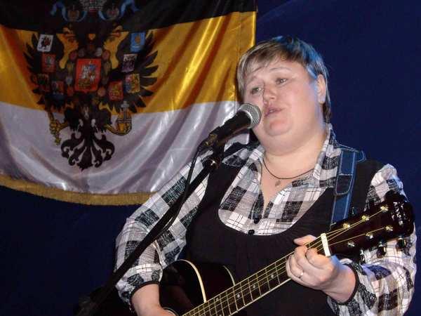 Марина Ягодка (Оренбург) – автор-исполнитель, участница конкурса «Новые имена шансона» в г. Москве, по профессии пищевой технолог, Играет на гитаре и сочиняет песни уже более 10 лет