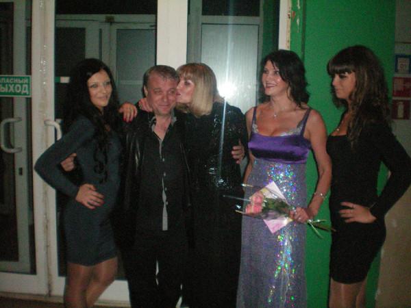 Александр Дюмин, Катя Голицына и Люба Шепилова с артистками кордебалета