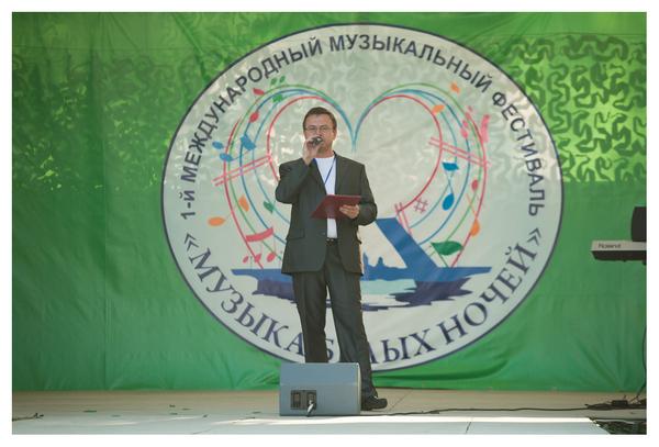 Ведущий фестиваля Николай Орловский
