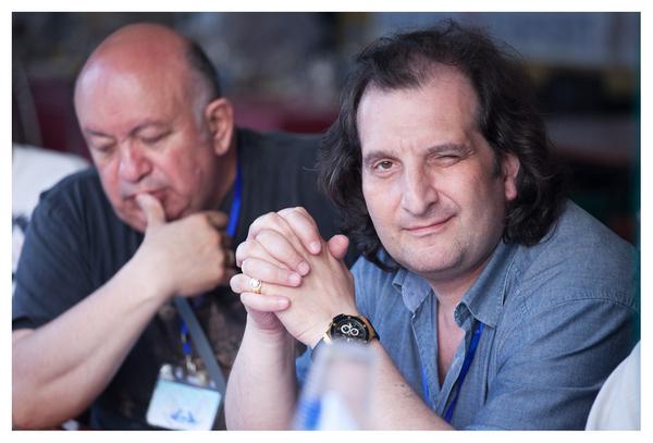 члены жюри: Зиновий Бельский и Марк Винокуров - каждый оценивает по-разному