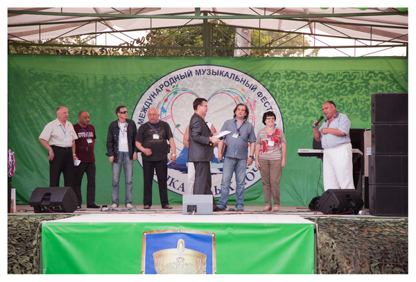 на сцене жюри фестиваля