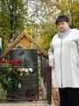 Тамара Сергеевна Барабаш на могиле сына