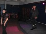 Чтобы избежать не нужных эксцессов зрители вынуждены были раскрыться в танце.