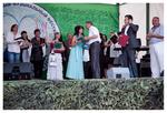 Глава муниципального образования г. Красное Село Н. С. Колошинский вручает памятный подарок Нине Шнайдер