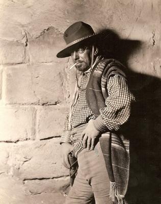 Любимый персонаж Михаила Вавича ковбой из голливудского фильма Голубка. 1928г.