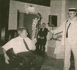 Круг подарил Телешеву кресло и спел заздравную