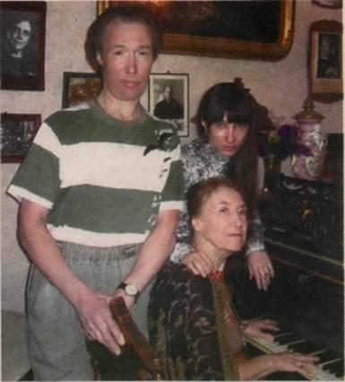 Марина Филатова, её сын Сергей и дочь Елена